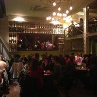 Foto tomada en Café Adonis 1940 por Alex H. el 1/21/2013