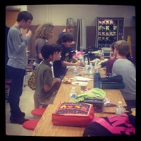 4/13/2013 tarihinde Traci C.ziyaretçi tarafından Thoreau Middle School'de çekilen fotoğraf