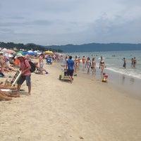 Foto tirada no(a) Praia de Jurerê Internacional por Téki T. em 2/9/2013