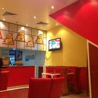 Photo taken at البرجر المشوي || Grilled Burger by ɑbdɑllɑh ³ on 5/19/2013