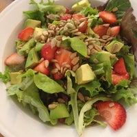 Foto scattata a Quinoa Restaurante da Javier P. il 10/19/2013