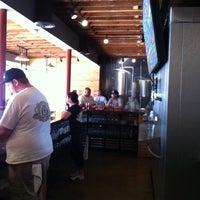 Foto scattata a Belching Beaver Brewery Tasting Room da Lisa M. il 5/2/2013