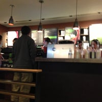 Foto tomada en Starbucks por Mónica F. el 5/27/2013