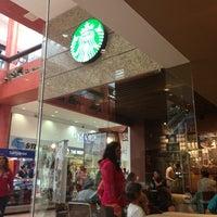 Foto tomada en Starbucks por Mónica F. el 7/4/2013