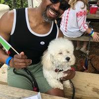 Foto tomada en Axelrad Beer Garden por Bobby W. el 5/5/2018