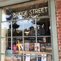 Foto tirada no(a) Bridge Street Books por Miguel em 6/4/2017