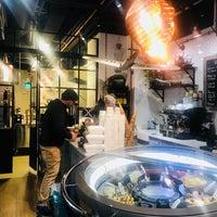 Foto tomada en Robert's Coffee Gelato Factory por Sally H. el 8/27/2018