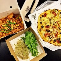 Photo taken at Yellow Cab Pizza Co. by Jomari P. on 5/22/2015