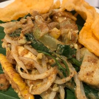 Photo taken at cafetaria Harris Hotel Kelapa Gading by Fidya R. on 10/13/2017