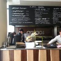 Das Foto wurde bei Amigos - Food Lounge von burak c. am 7/6/2013 aufgenommen