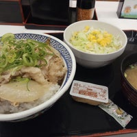 Photo taken at Yoshinoya by Mei T. on 5/28/2018