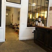 Foto tirada no(a) Ludlow Coffee Supply por Jayne O. em 2/16/2018