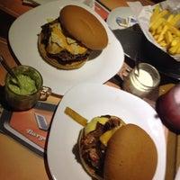 2/7/2014にCamila O.がV8 Burger & Beerで撮った写真