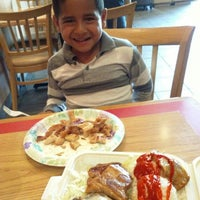 Photo taken at L & L Hawaiian BBQ by Aizen H. on 8/16/2015