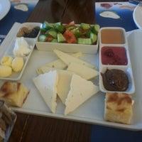 2/24/2013 tarihinde Mehmetcan Y.ziyaretçi tarafından Circle Restaurant & Cafe'de çekilen fotoğraf