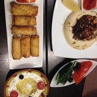 รูปภาพถ่ายที่ Linas Cafe โดย Misha S. เมื่อ 11/6/2013