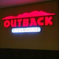 Foto tirada no(a) Outback Steakhouse por Bárbara R. em 9/23/2012