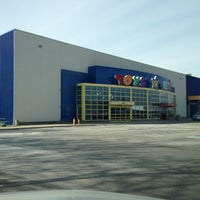 """Photo taken at Toys""""R""""Us by Deric B. on 1/20/2013"""