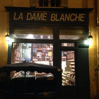 Photo taken at La Dame Blanche by Halleemah N. on 12/14/2014