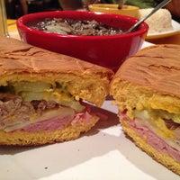 Foto tomada en Zaza New Cuban Diner por Eat O. el 10/18/2014