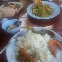 Photo taken at Rom Mai Seafood by Supachai V. on 5/4/2013