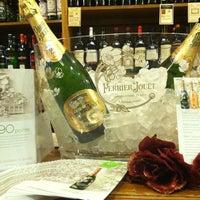 Foto tomada en Gramercy Wine and Spirits por Lucy S. el 3/28/2013