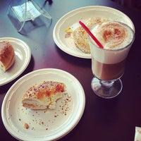 Foto tirada no(a) Brew Coffee House por Anthony A. em 4/6/2013