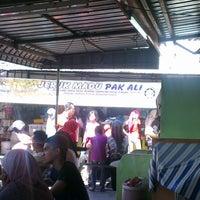 Photo taken at Jeruk Madu Pak Ali Sg Nibong by Azhan m. on 12/23/2012
