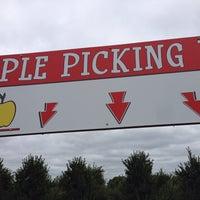 Photo taken at Klackle's Orchard by Jake H. on 9/22/2013