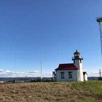 Photo taken at Point Robinson Lighthouse by Rod A. on 4/16/2017