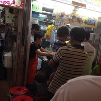Photo taken at Famous Sungei Road Trishaw Laksa by Eric Ng on 10/19/2014