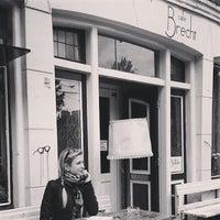 Foto scattata a Café Brecht da Alexandra M. il 5/6/2014