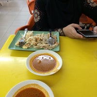 Photo taken at ABC MAIDEEN FOOD'S CORNER by Nurul Cheong on 5/23/2014
