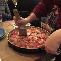 Foto tomada en Lou Malnati's Pizzeria por Sobe S. el 2/19/2017