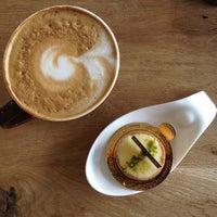 Photo taken at 樂緹波兒 La petite tarte by applepeel on 2/17/2014