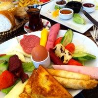 8/15/2013 tarihinde Behcet S.ziyaretçi tarafından Pan Pan Cafe & Fırın'de çekilen fotoğraf