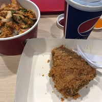 Photo taken at KFC by i'miew m. on 9/22/2017
