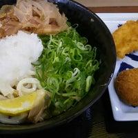 Photo taken at つるまる饂飩 ピオレごちそう館店 by ビリビリ♪ on 7/17/2016