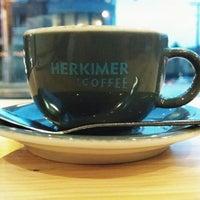 รูปภาพถ่ายที่ Herkimer Coffee โดย Daniel K. เมื่อ 12/23/2013
