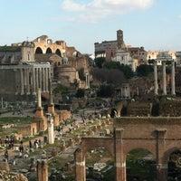 รูปภาพถ่ายที่ จัตุรัสโรมัน โดย Dario C. เมื่อ 3/3/2013