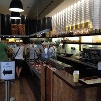 Foto tirada no(a) Boulangerie Guerin por Renato H. em 11/1/2012