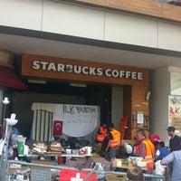 Das Foto wurde bei Starbucks von Zafer S. am 6/6/2013 aufgenommen
