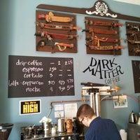 รูปภาพถ่ายที่ Dark Matter Coffee โดย Yurij B. เมื่อ 9/4/2013