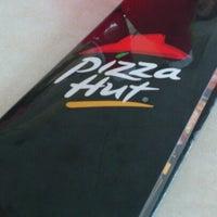 Photo taken at Pizza Hut by PandaSama on 11/25/2012