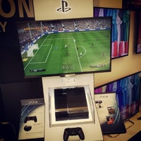 Photo taken at Sony Store by Óscar C. on 11/28/2013
