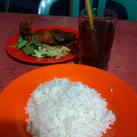 Photo taken at Warung Lamongan Seafood by tiska a. on 2/2/2013