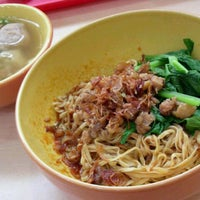 Photo taken at Mie Ayam Pak Mien by Anisa A. on 1/29/2013