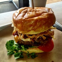 Das Foto wurde bei Haystack Burgers And Barley von R Scott M. am 5/30/2013 aufgenommen
