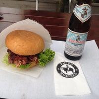 Das Foto wurde bei Ruff's Burger von Martin K. am 8/10/2014 aufgenommen
