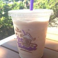 Photo taken at The Coffee Bean & Tea Leaf by H. C. on 8/20/2013